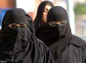 L'Occidente difende il burqa ma l'Oriente lo mal sopporta