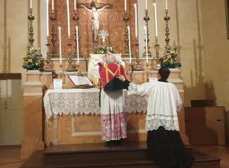 Messa in latino, la stretta del Papa: proteste in arrivo