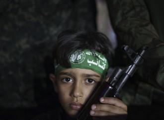 Hamas cerca reclute: il jihad si insegna al campo estivo