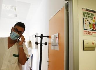 Quelle morti post vaccino e il vizietto di non dirlo ad Aifa