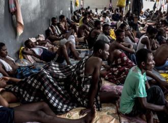 Liberati in Libia 600 emigranti detenuti nei centri governativi