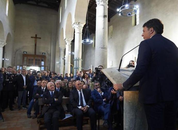 Il comizio elettorale di Renzi in chiesa