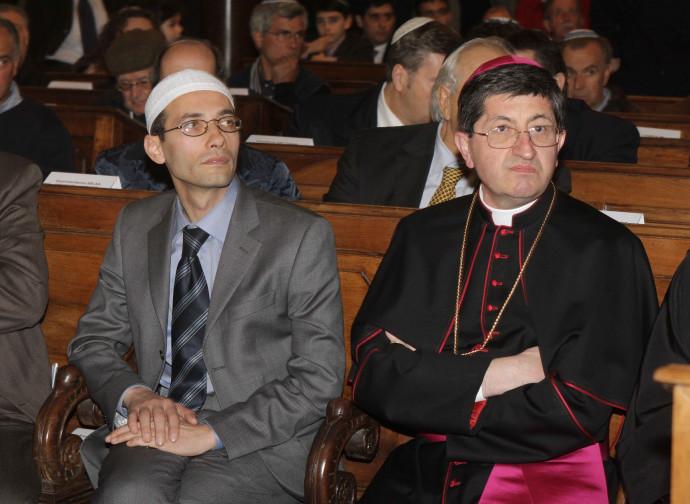 Izzedin Elzir (Ucoii e imam di Firenze) e l'arcivescovo Betori in chiesa