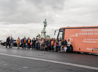 """Il bus della libertà e l'uso dei """"bimbi in transizione"""""""