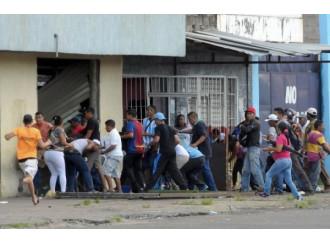 Baratro Venezuela: saccheggi e collasso sanitario
