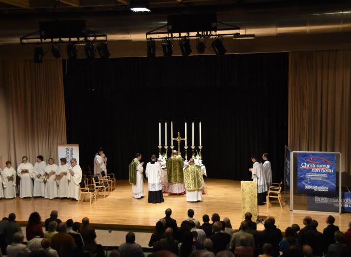 La platea durante la Santa Messa