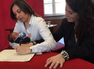 Comune di Torino: poche regole per registrare i figli di coppie gay