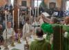 Alcuni dei ragazzi ospitati nella struttura di recupero hanno svolto il servizio di ministranti