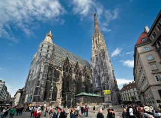 Bacio saffico nella cattedrale di Vienna