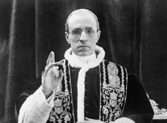 Pio XII, l'unica verità è la trama sovietica per infangarlo