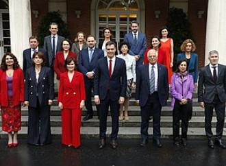Spagna, il governo arcobaleno di Sanchez