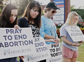 Non ti piace chi prega fuori dagli abortifici? Qui quante vite salvano