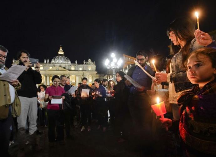 In preghiera in San Pietro per Alfie