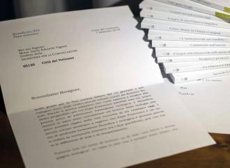 Modificata la foto della lettera di Benedetto XVI