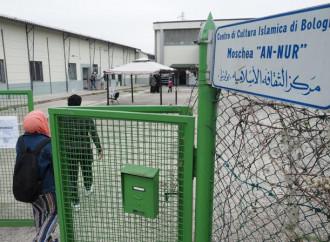 Permute e affitti stracciati: il regalo rosso agli islamici
