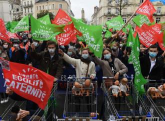 Macron vs parlamento: torna il Ddl mostro sulla bioetica