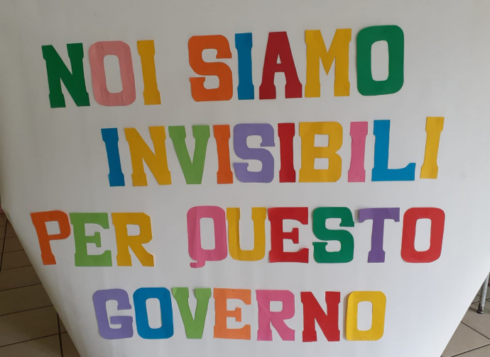 Lo slogan di protesta delle paritarie durante lo sciopero