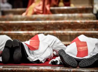 """Nuovi preti: sinodali, """"moderni"""", tutto ma non santi"""