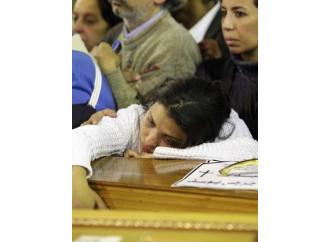 Martiri cristiani sepolti in fretta nell'Egitto blindato