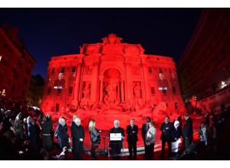 La fontana di Trevi rossa per il sangue dei martiri