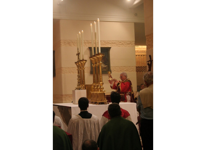 Dario Castrillon Hoyos celebra la messa in forma straordinaria a Loreto nel 2007