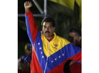 Maduro istiga alla violenza dentro e fuori i confini