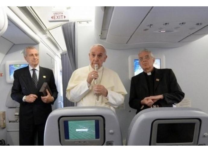 Il Papa in aereo