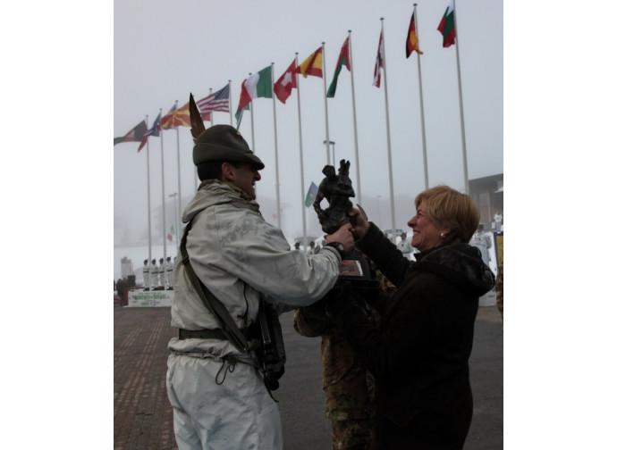 Roberta Pinotti premia un reggimento alpino 849e621a6ff1