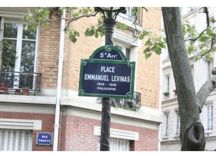 La piazza parigina dedicata a Lévinas
