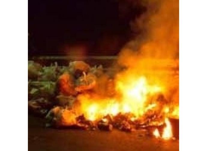 Rifiuti bruciati ad Aversa