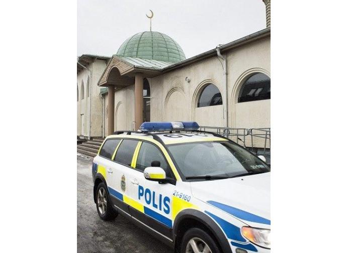 Malmö, polizia di fronte a una moschea