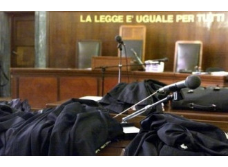 Se la politica dorme, giudici e sindaci dettano legge