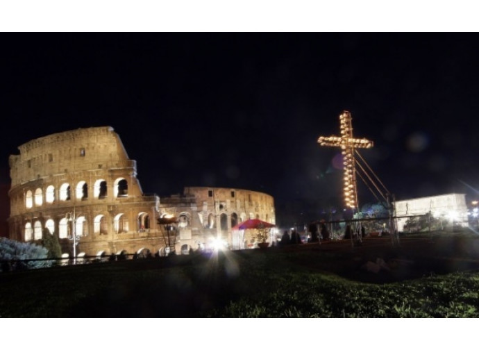 Via Crucis al Colosseo