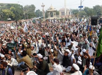 Cresce in Pakistan la protesta degli estremisti islamici per l'assoluzione di Asia Bibi.