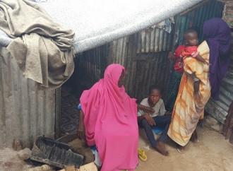 L'odissea degli sfollati a Mogadiscio a causa della siccità espulsi perché squatter