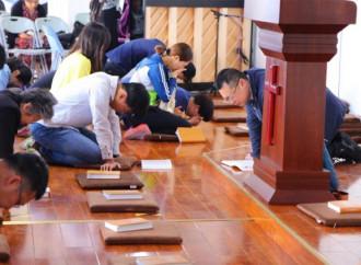 Arrestati in Cina 20 cristiani che pregavano e predicavano per strada