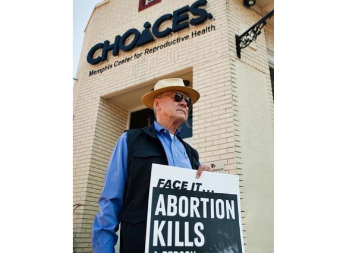 Protesta di fronte a una clinica abortista