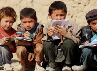 3,7 milioni di bambini afghani, metà di quelli in età scolare, non frequentano la scuola