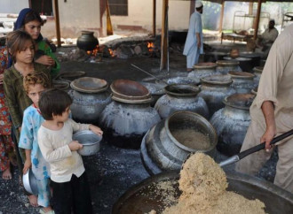 Bambini alla fame in Turkmenistan