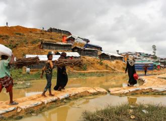 L'arrivo delle grandi piogge peggiora la situazione dei Rohingya rifugiati in Bangladesh