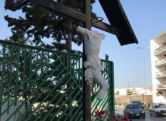 Il crocifisso vandalizzato ad Andria