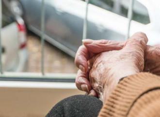 La crescita allarmante degli anziani che invecchiano soli