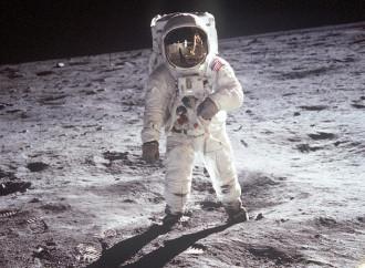 I 50 anni dalla Luna, fra cospirazioni e omissioni