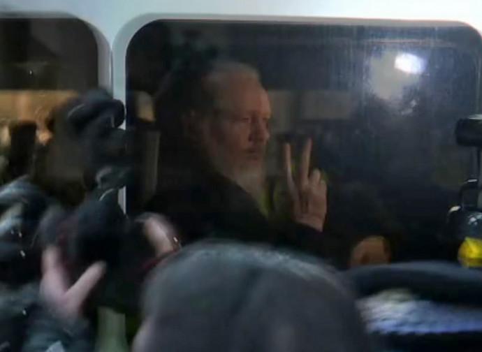 Julian Assange, poco dopo l'arresto