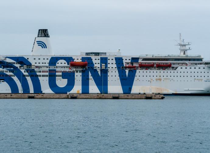 La motonave Azzurra, ora nave-quarantena
