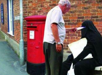 L'ex ministro dice sì al burqa: accusato di islamofobia