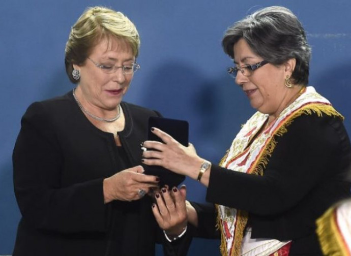 Michelle Bachelet viene premiata dalla Massoneria cilena