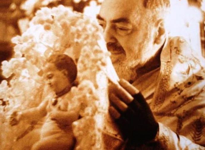 Padre Pio con Bambinello