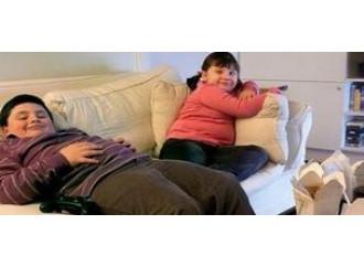 Figli obesi, quindi sottratti ai genitori...