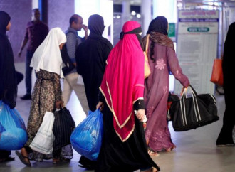 Torturate, violentate, senza salario. L'inferno delle donne bengalesi immigrate in Arabia Saudita